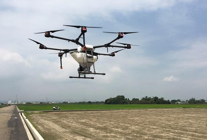 圖3、無人機撒播穀種每分地2分。